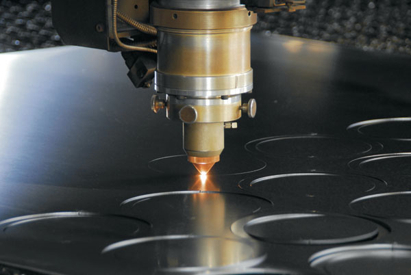 Gia công Cắt kim loại bằng tia laser